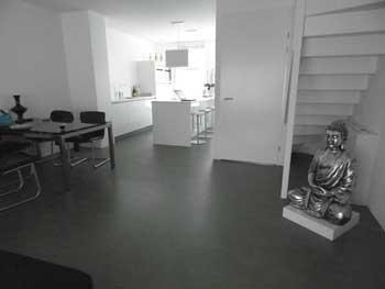 Betonlook vloeren voor kantoor woonhuis of badkamer - Moderne badkamer betegelde vloer ...