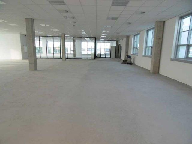 Vloeren Op Beton : Betonlook vloeren voor kantoor woonhuis of badkamer
